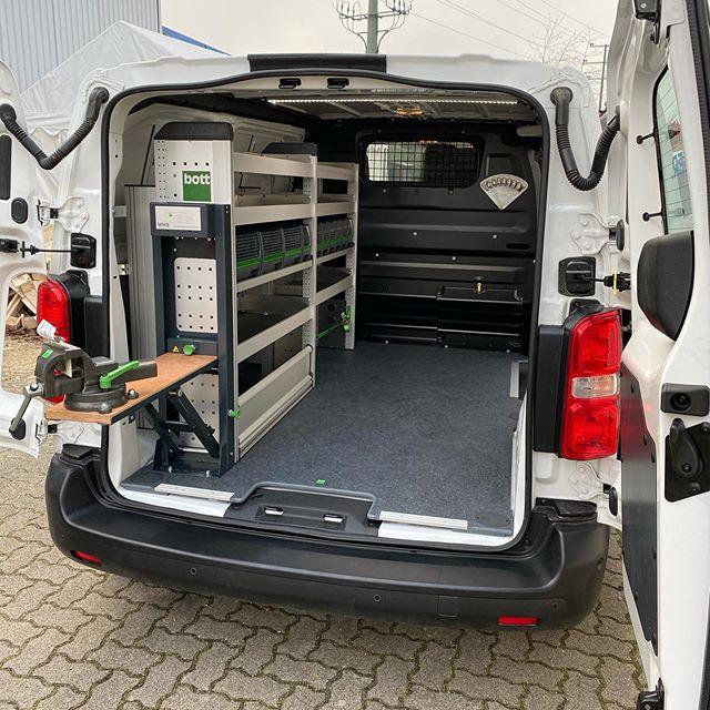 Montagemitarbeiter in Karlsruhe
